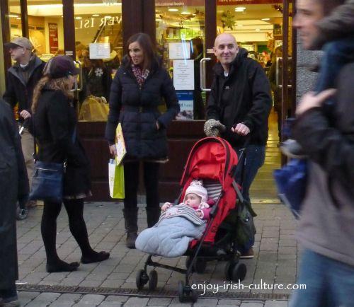 Irish customs, chatting in the street