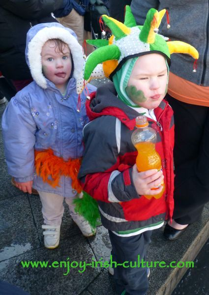St Paddy's Day Parade Galway 2013, kids watching