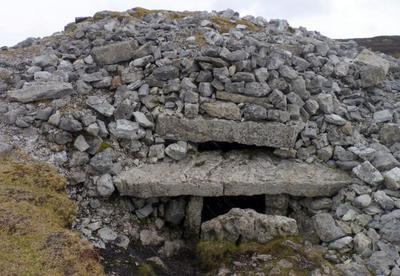 Ireland travel stories- Cairn G with the roofbox at Carrowkeel